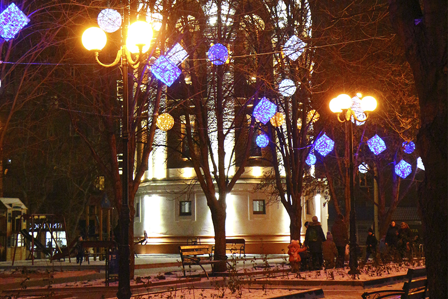Construction of architectural and decorative lighting on Peace Avenue, Mariupol.